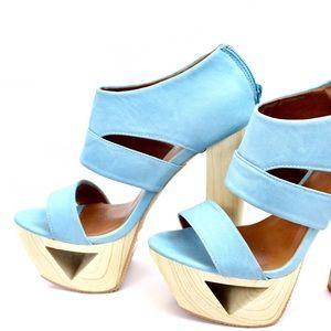 Blue Qupid Heels!